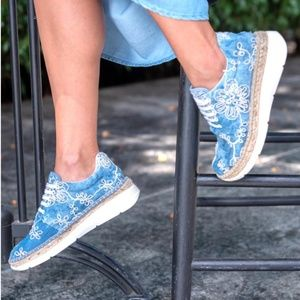 Jean Espadrilles with embroidered pattern